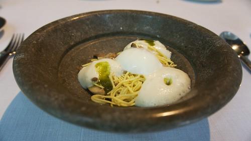 Pasta fresca, setas de San Jorge y huevo escalfado