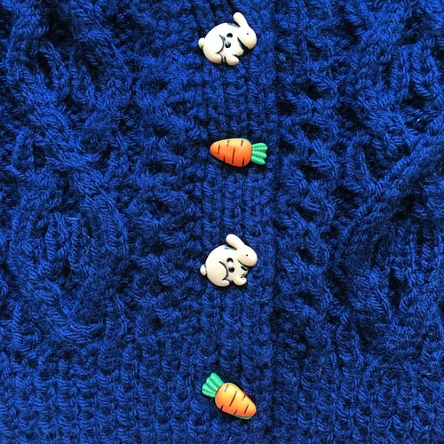 I bought these #buttons in Paris two years ago and finally found the perfect destination. #knittersofinstagram #rabbit #carrot #babyknits #knitstagram #navy #cableknit