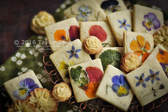 Edible flower cookie