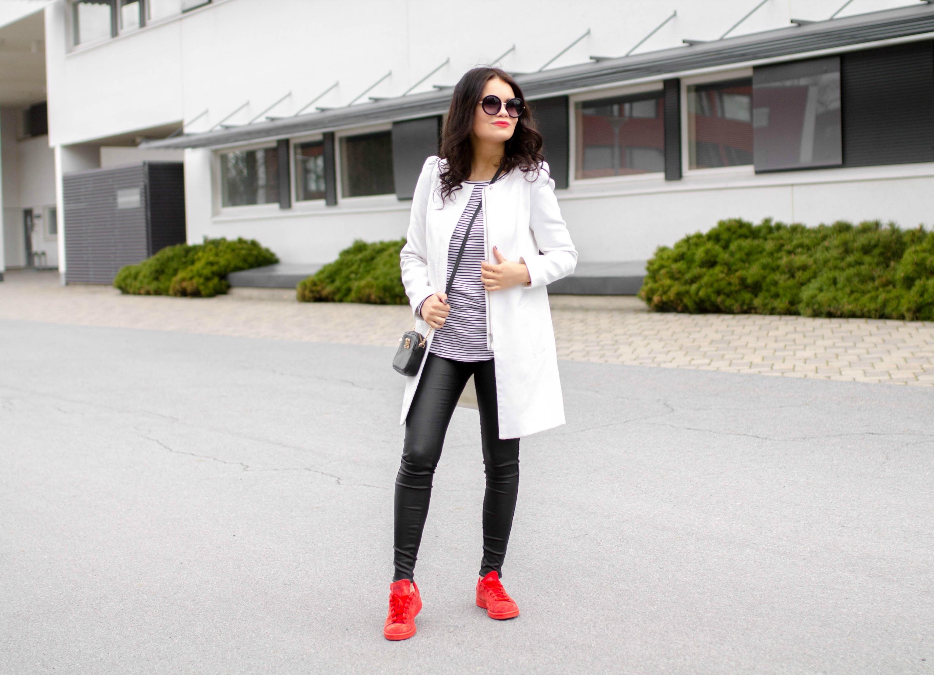 valkoinen takki asu