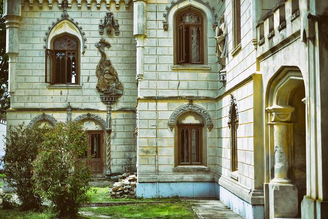 Castelul_Miclauseni (1)
