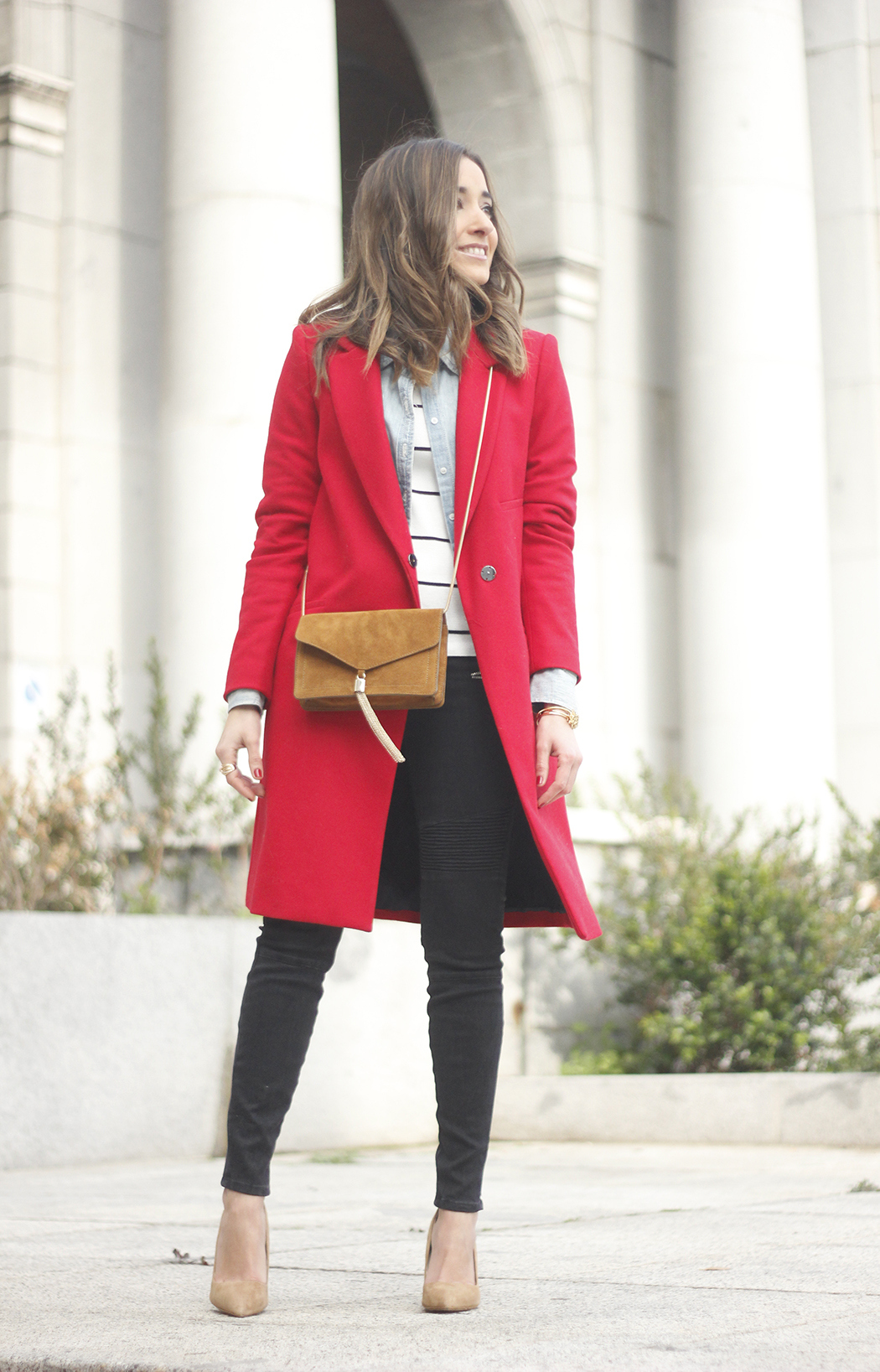 Red Coat Stripped sweater denim shirt nude heels outfit style uterqüe bag03