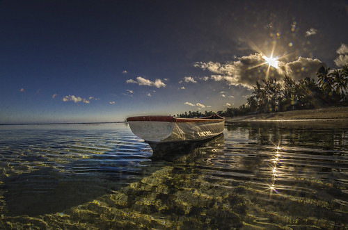 light sea cloud sun seascape reflection colors clouds sunrise landscape boat seaside maurice indianocean bluesky lagoon blueskies mauritius fishingboat barque cumulonimbus lagon ilemaurice exterieur ericmalaquin