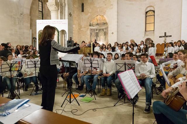 Conversano- gli alunni della carelli forlaji in concerto in catedrale (10)