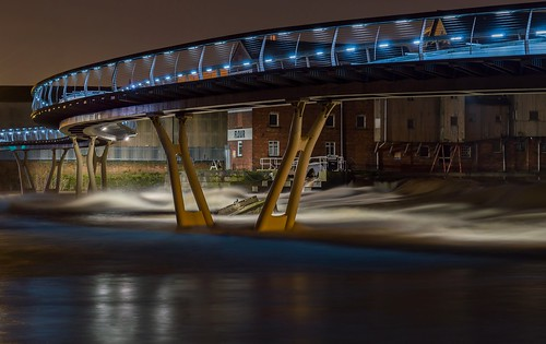 uk longexposure bridge water night riverside legs britain yorkshire millenniumbridge westyorkshire afterdark riveraire weir flourmill rushingwater castleford sunkenbarge castlefordstonegroundflour