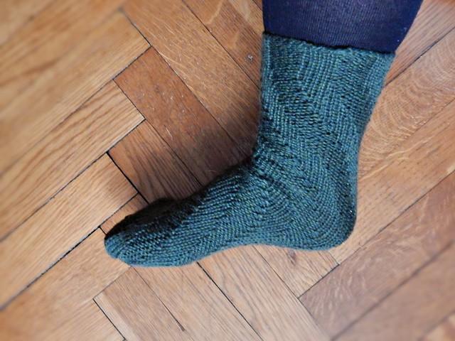 спиральные носки, связаны спицами от мыска | Хорошо.Громко.