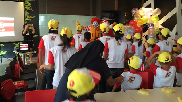 Ronald McDonald teaching kids do the Ronald dance