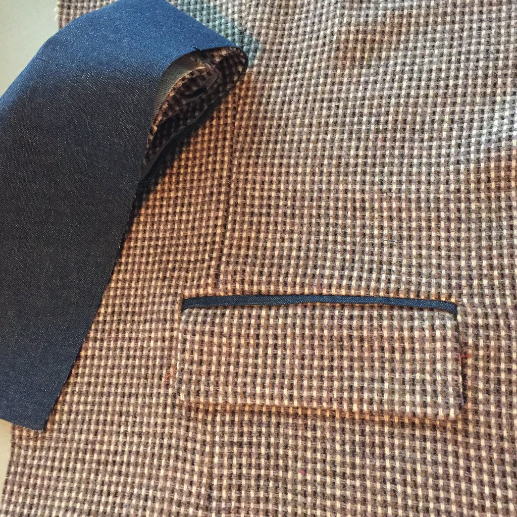 jacket pocket with denim binding