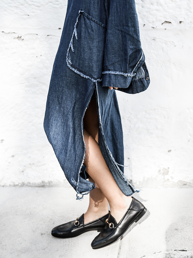 denim dress styling ideas gucci horsebit loafers fashion blogger modern legacy ootd (6 of 10)