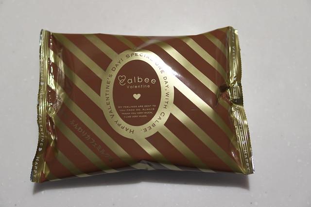 Calbee Valentine 紅はるか ふんわりカフェミルク味_03