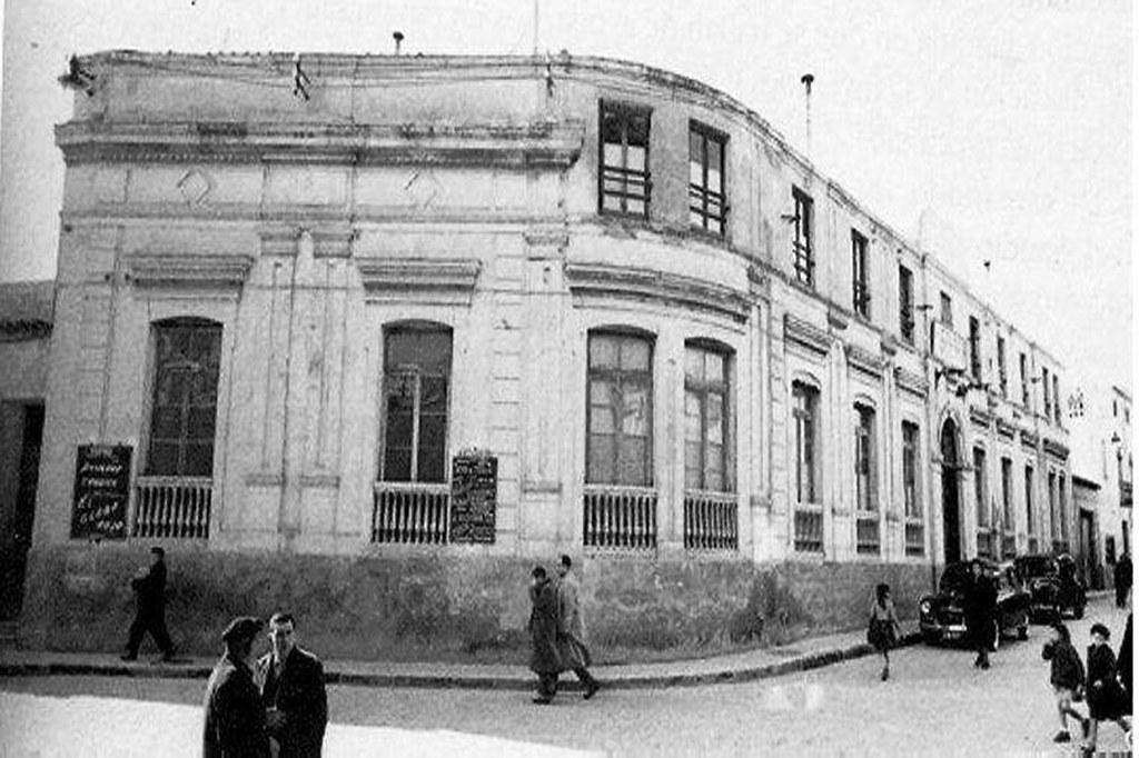 Fachada Principal del Colegio Santiago Apóstol .Foto Manuel Rodriguez Cardona