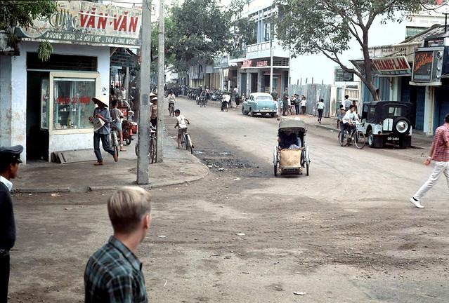 Nha Trang 1968 - Photo by Clare Love - Ngã tư đường Nhà Thờ và Độc Lập