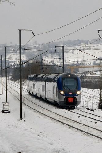 Une Régio 2N s'éloigne de Bourgoin Jallieu