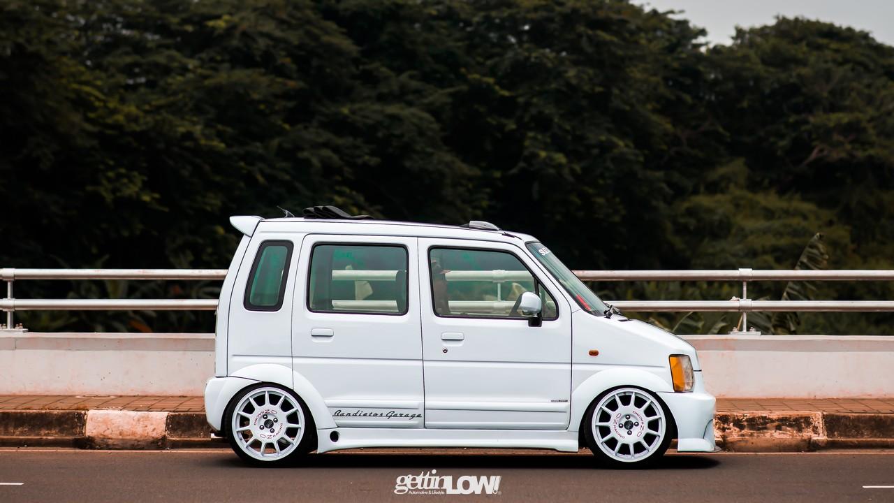 White Banditos WagonR
