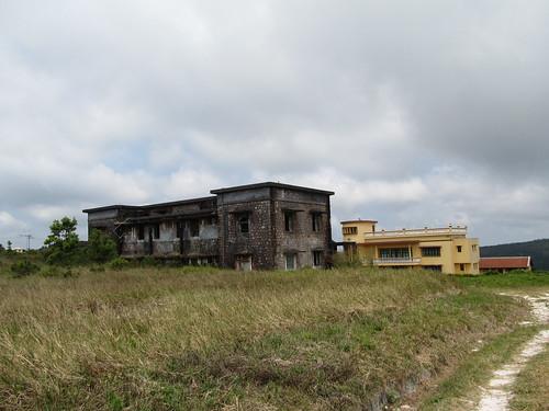 Parc National du Bokor: pas rénové vs rénové (en jaune)