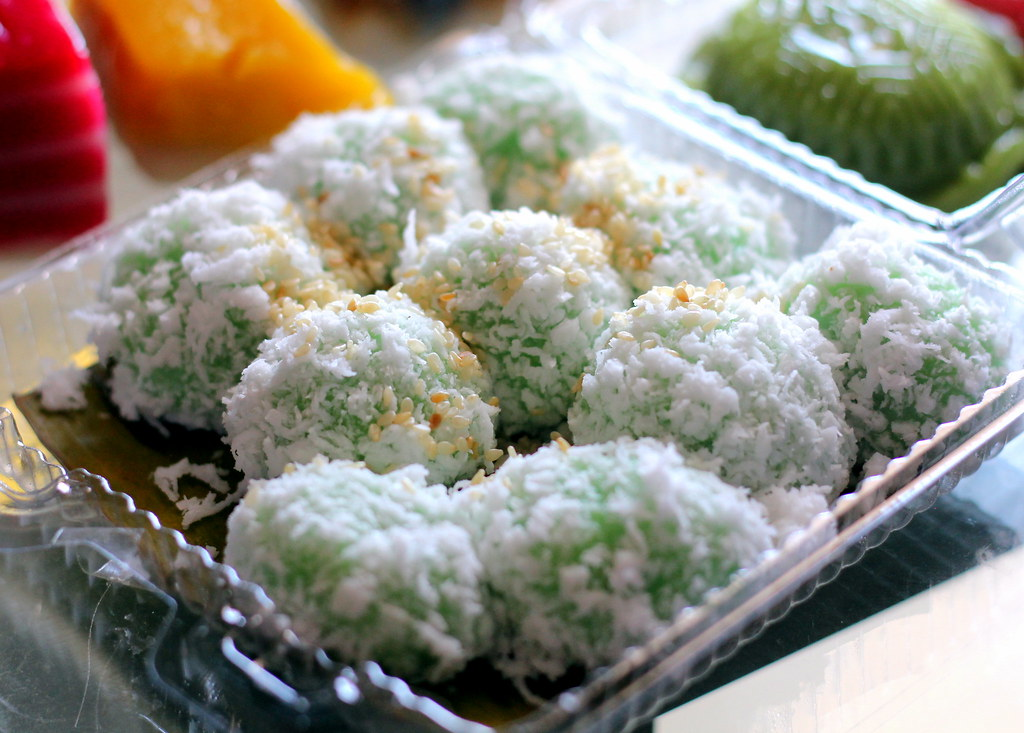 Malacca Food Guide: Baba Charlie Nyonya Cakes Ondeh Ondeh