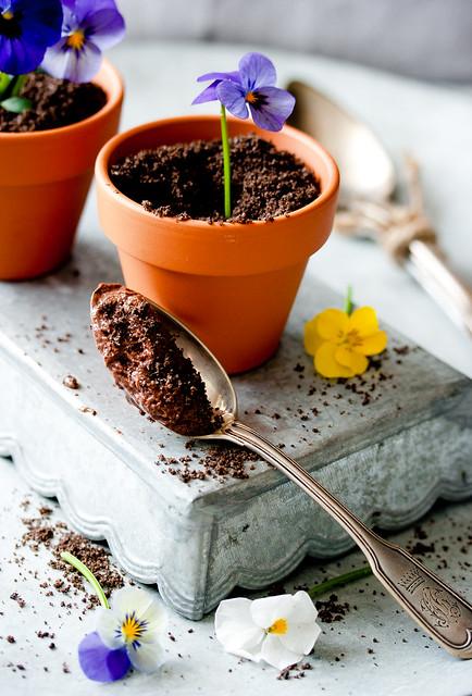 Mousse au chocolat noir à la violette-Schokoladenmousse mit Veilchen