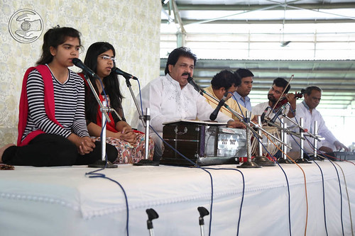 Devotional song by Vinod Kumar and Saathi from Gurgaon