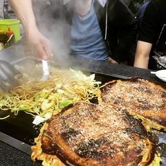 double date❤︎okonomiyaki bigger than the griddle  #jumbo #kyoto #okonomiyaki #latergram #ジャンボ #お好み焼き #京都