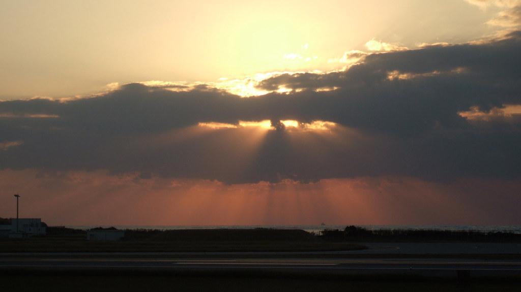 那覇空港の夕陽