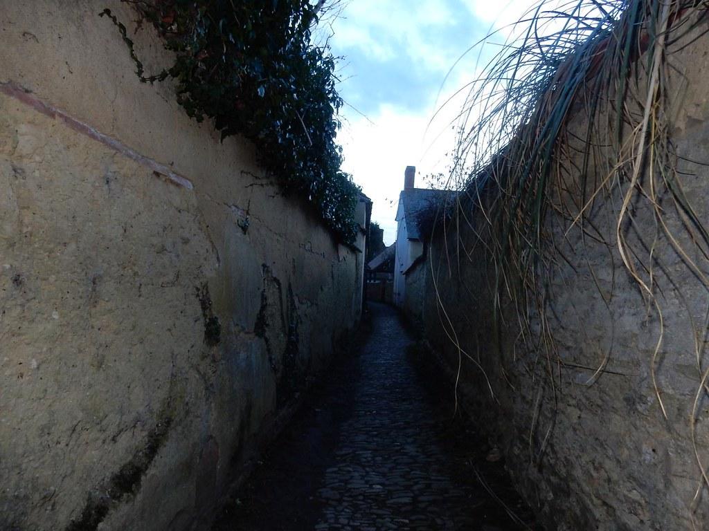 Between Wychert Walls Haddenham Circular (short)
