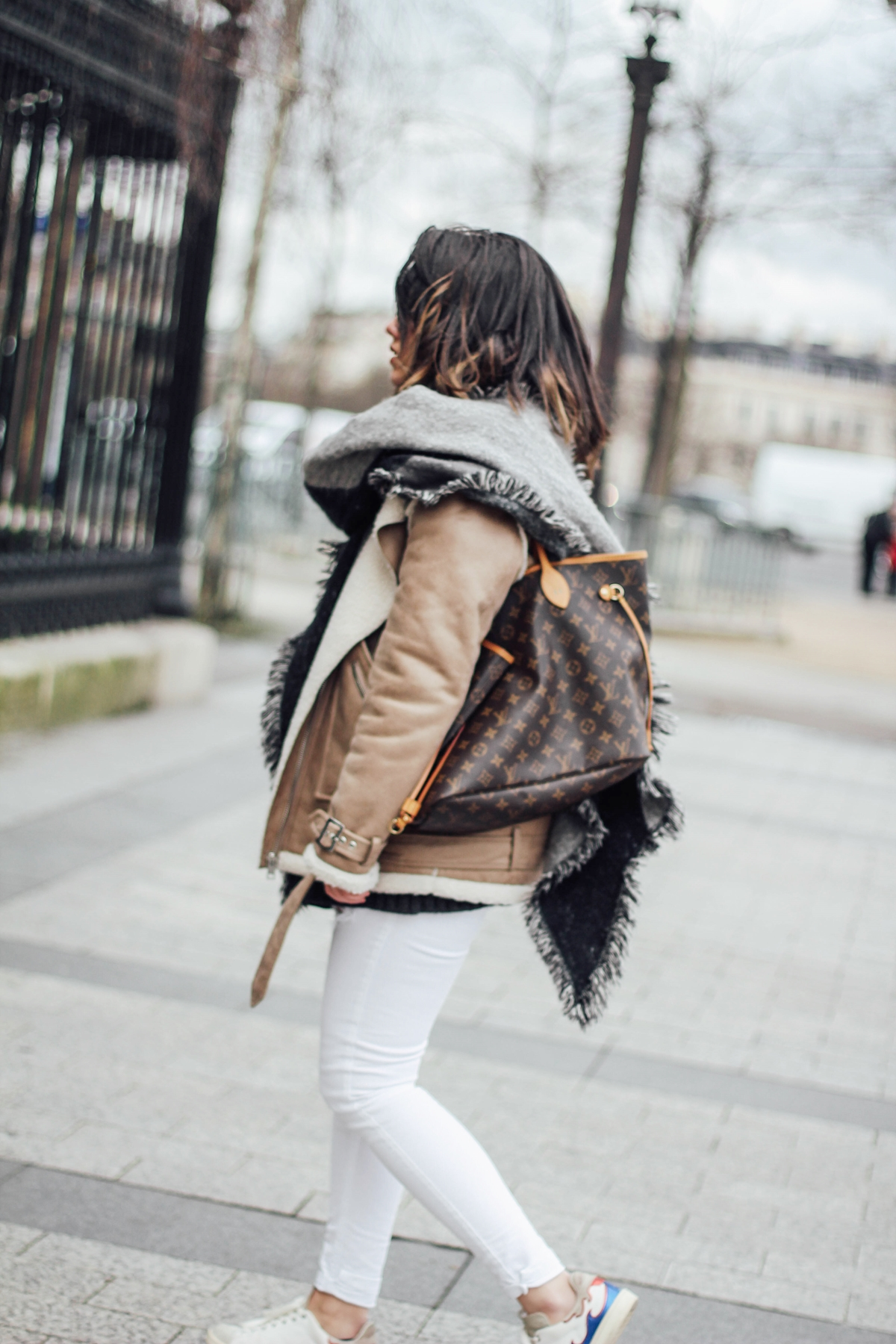 shearling-jacket-beige-isabel-marant-sneakers-streetstyle louis vuitton neverful