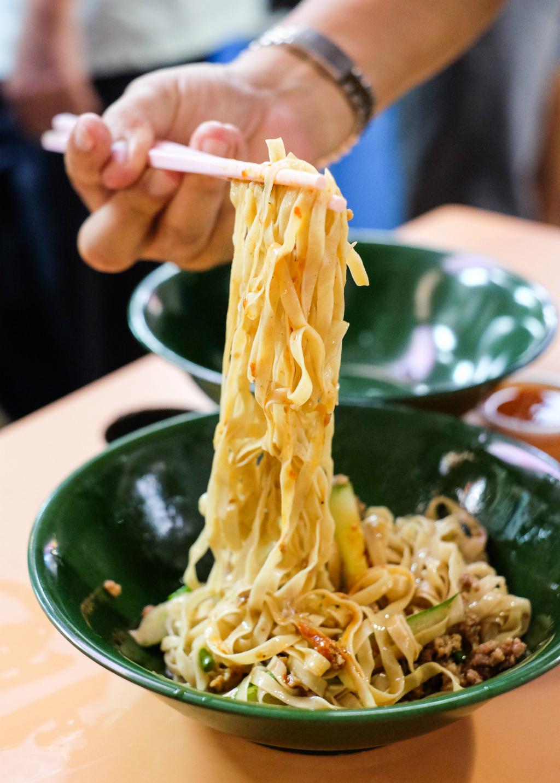 Roast Paradise: Hakka Style Noodle