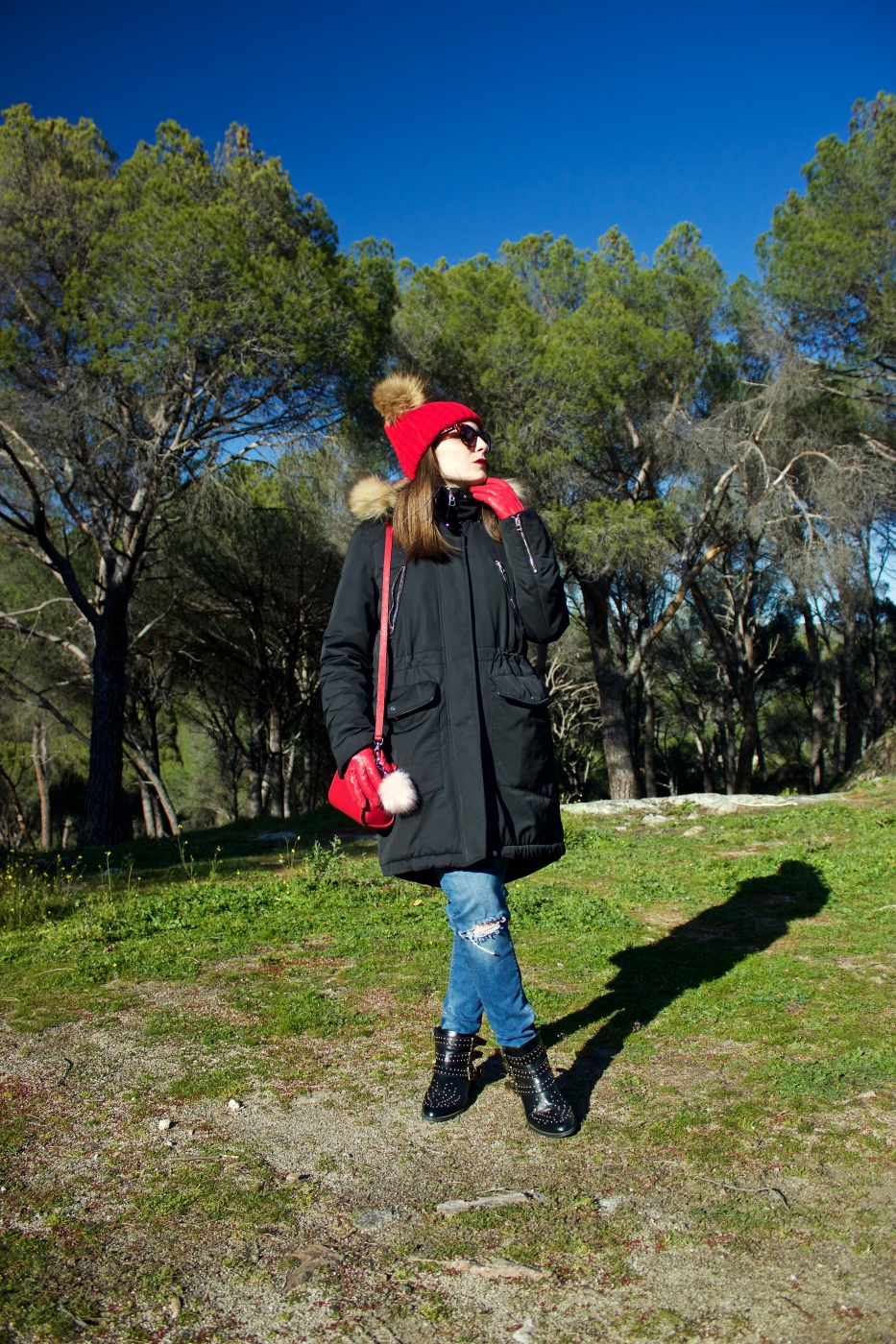 lara-vazquez-madlula-fashion-blog--casual-look-ootd-pop-of-red