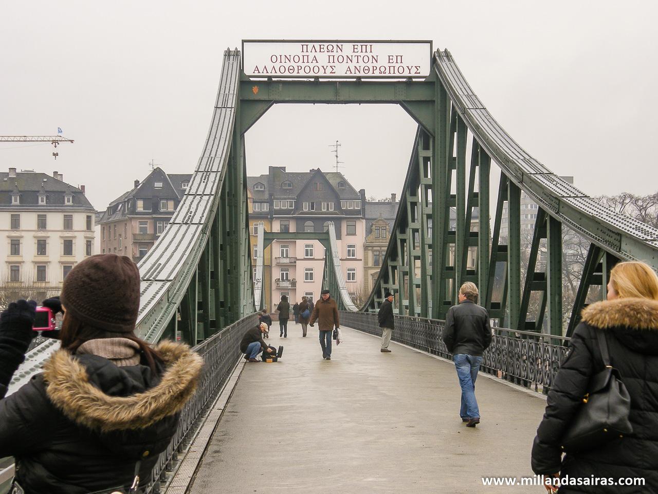 Sobre el puente Main