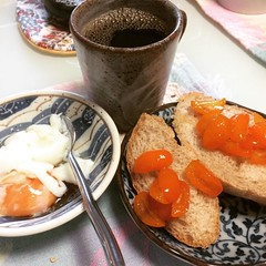 kumquat conserva, soft boiled egg with smoked shoyu & coffee❤︎happy tuesday  #breakfast #kumquatconserva #egg #coffee #japan #toast @gastronomy05