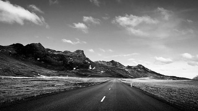 Hver elskar eeki svarthvítt ? #blackandwhite #grayscale #iceland #krísuvík
