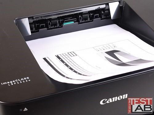 Khay giấy ra ở mặt trên máy.