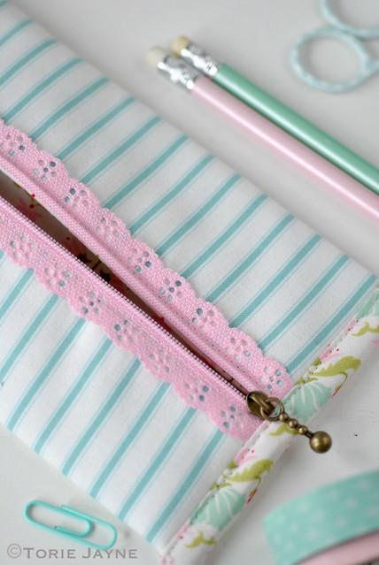 Lace zip Pencil case tutorial