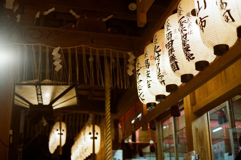 錦天滿宮 寺町通 京都 Kyoto 2015/09/26 錦天滿宮,第二次走過來這裡,想到好像沒有好好紀錄這裡,就停下來拍,還有我第一天來的時候沒有參拜,有點沒禮貌,我也在這裡參拜希望我旅途順利,還有許下的心願。  Nikon FM2 Nikon AI Nikkor 50mm f/1.4S Kodak ColorPlus ISO200 0985-0001 Photo by Toomore