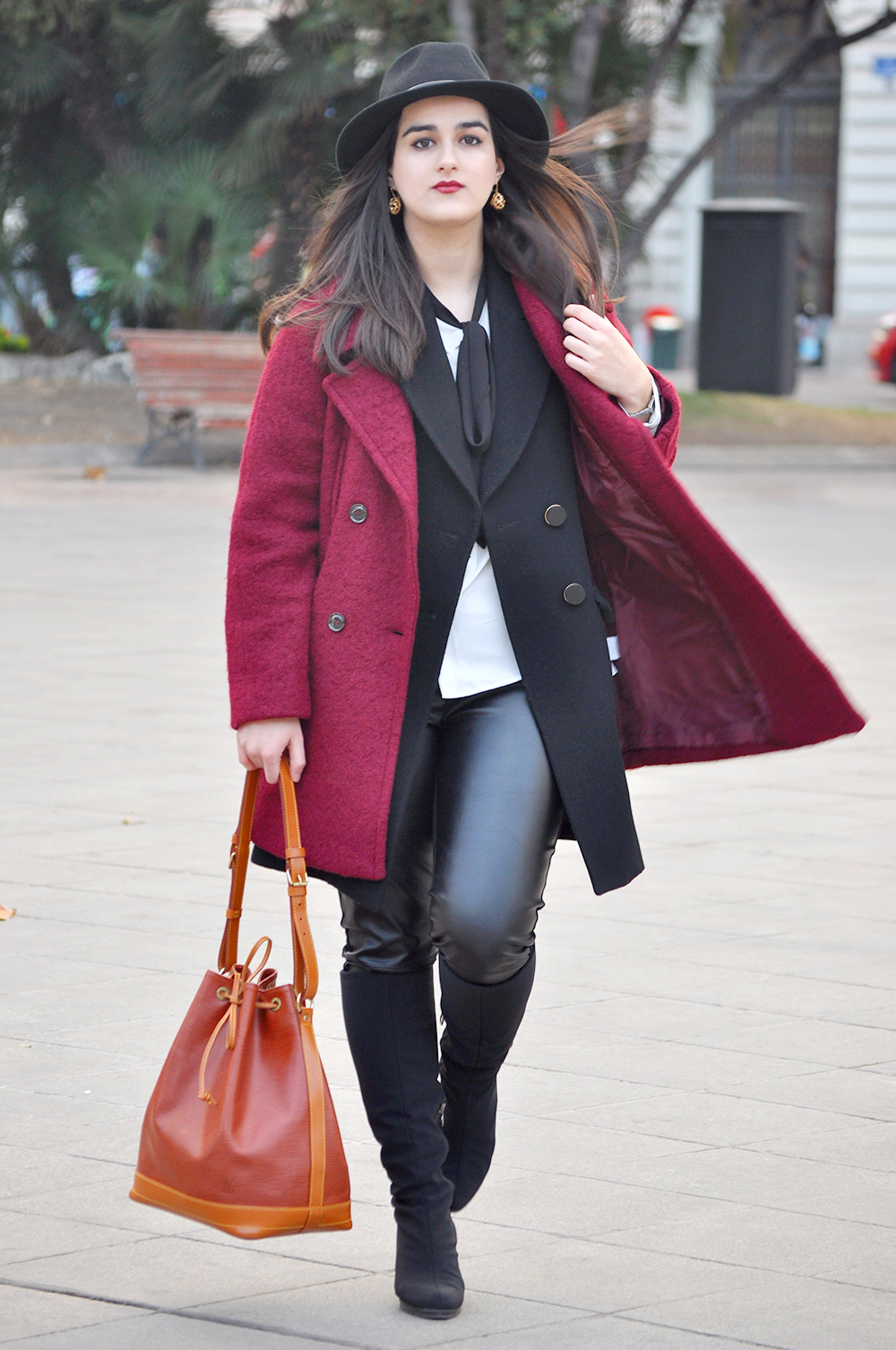 valencia fashion blogger spain somethingfashion fedora hat streetstyle winter boots LV bucket bag coat_0092 copia
