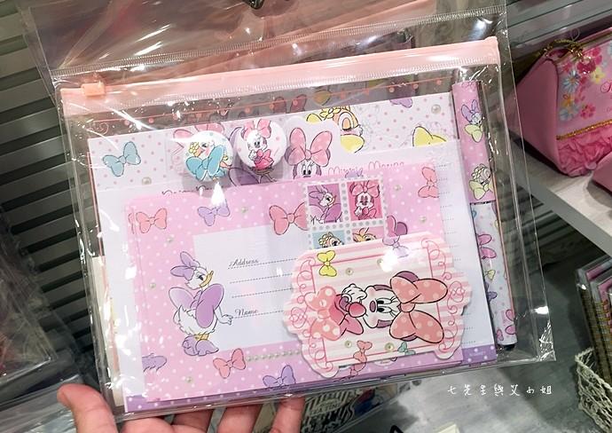 13 日本東京購物原宿白色迪士尼Disney Store