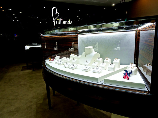 22頂級珠寶品婚禮tiffany新秘Pingi推薦Jewelry婚戒primo刻字手指訂製婚禮造型師推薦getmerryweddingmakeupbride #romantic #love#wedding #ring #diamonds #fancydiamond#iprimo #brilliantia #jewelry #fashion部落客推薦DESIGN