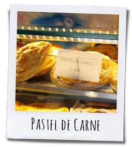 De Pastel de Carne wordt bereid van verschillende soorten deeg en is gevuld met vleesragout, chorizo en ei