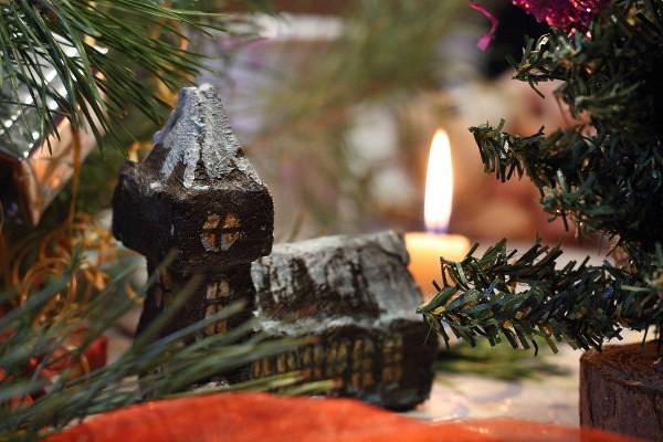 рождественский домик из пенопласта1