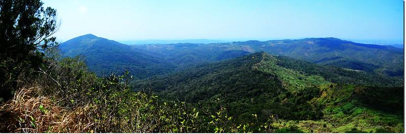 門馬羅山西南眺大山母山(左)、赤牛嶺(右後)