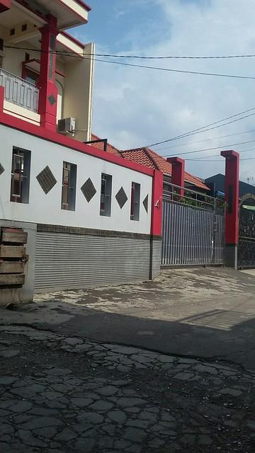 Dijual Rumah Mewah di Jatiwaringin dengan konsep penerangan terbaik saat siang dan malam (2)