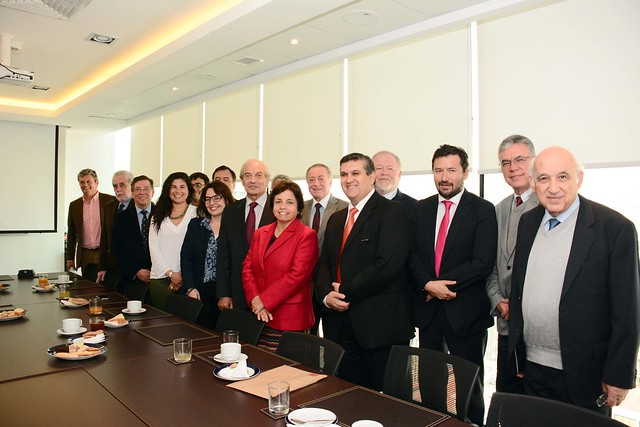 Empresarios mineros junto a la ministra de Minería , Aurora Williams y el director nacional del Sernageomin, Rodrigo Álvarez Seguel, al lanzar el curso homologado de seguridad minera (19 de abril de 2016)