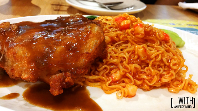 Xin Wang Hong Kong Cafe - Macau Style Grilled Chicken and Dry Noodles