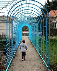 Chloe walks in the park of the Tourist Office // Chloé dans le parc de la maison du Pilat (Office du tourisme)  #kid #child #children #travelwithkids #familytravel #familytrip #digitalnomads #pilat #pilatmonparc #loiretourisme #rhonealpes #france #ig_fran