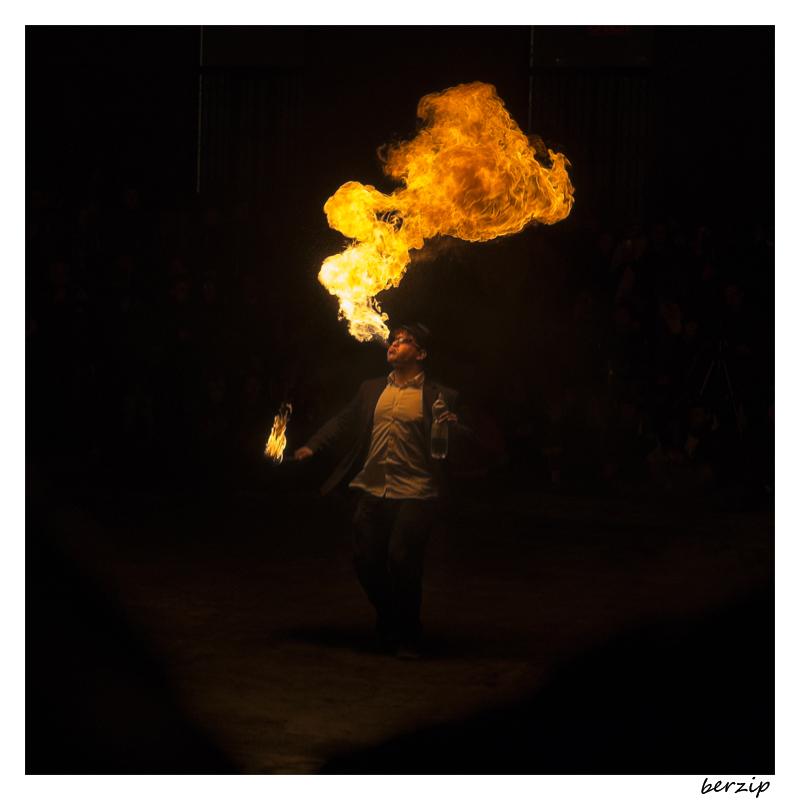jongleurs et cracheurs de feu 24251633799_0b7d81706d_o