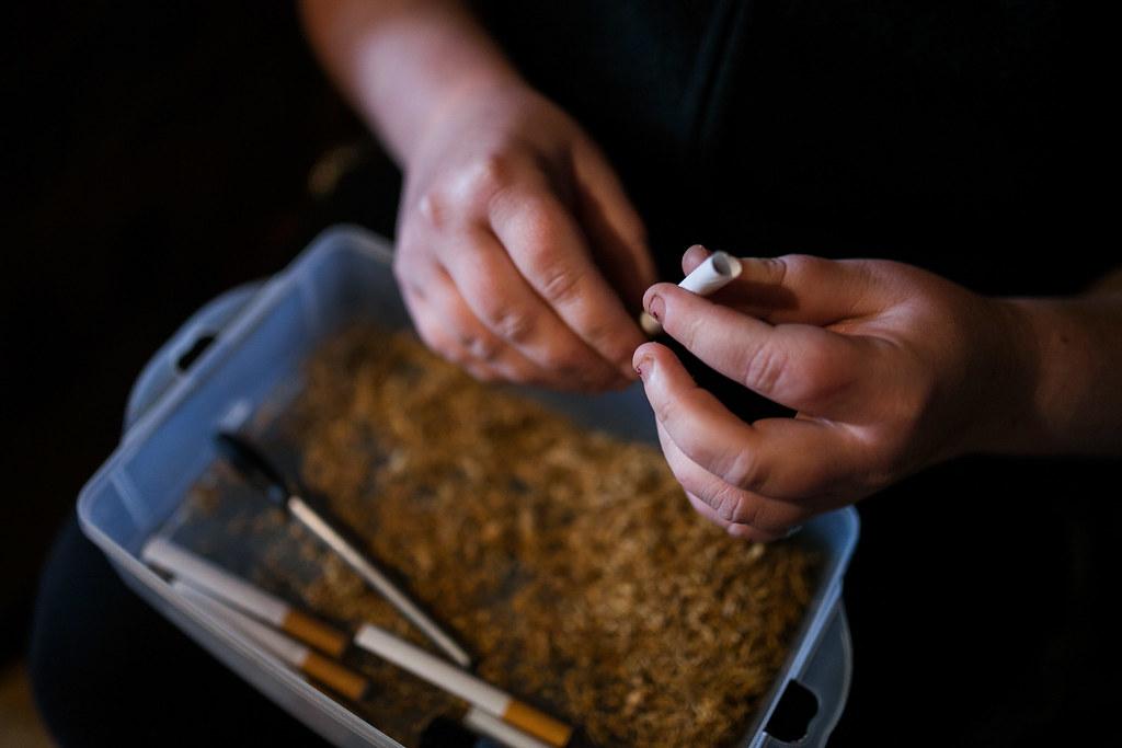 A cigarettát mindenhol töltik, a dobozos valóban luxusnak számít. | Fotó: Magócsi Márton