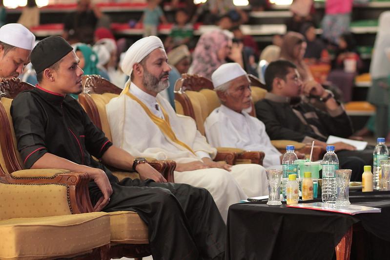 Muhammad Rafie Pengarah Urusan Raffelinna bersama tetamu VIP Syeikh Dr Khalee Hafizullah (Iraq) Bekas Pensyarah KUIS