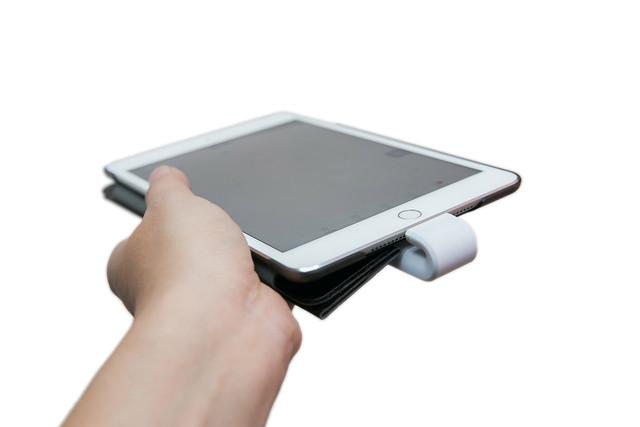 一支搞定!可當手機支架的 USB 3.0 + Lightning 高速雙用 MoStash 魔立碟 @3C 達人廖阿輝