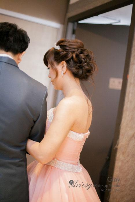 Giny,台北,新娘秘書,愛瑞思造型團隊,台北上海鄉村婚宴,歐美風新娘造型,自然妝感,修飾臉型,推薦新秘,新娘髮型