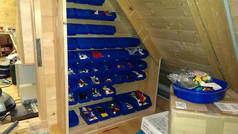 Kasten mit den befüllten Sichtboxen